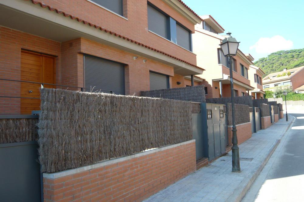 Shikarnyye taunkhausy v prigorode Barselony na prestizhnom kurorte - N3260 - vikmar-realty.ru