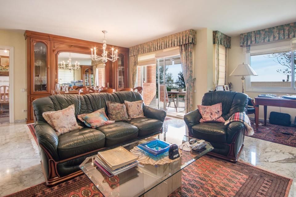 Blagoustroyenny dom v gorode Teya v prigorode Barselony - N3640 - vikmar-realty.ru