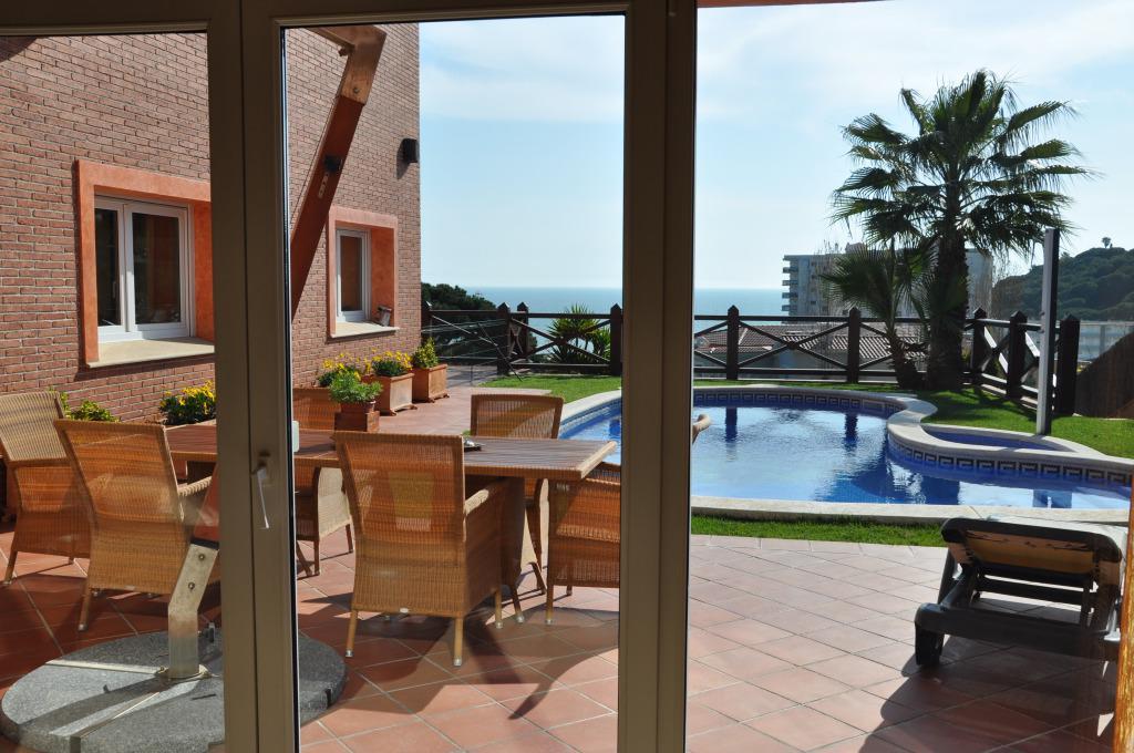 Недвижимость в испании в пригороде барселоне