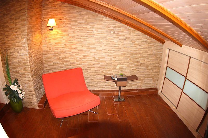 Kvartira na mansardnom etazhe v Albire u morya - N2681 - vikmar-realty.ru
