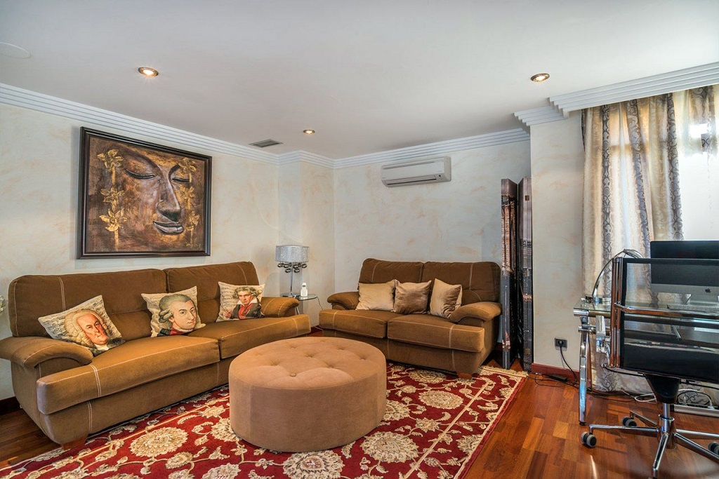Zhiloy dom v urbanizatsii La Bahia de Banus v Puerto Khose Banus - N2202 - vikmar-realty.ru