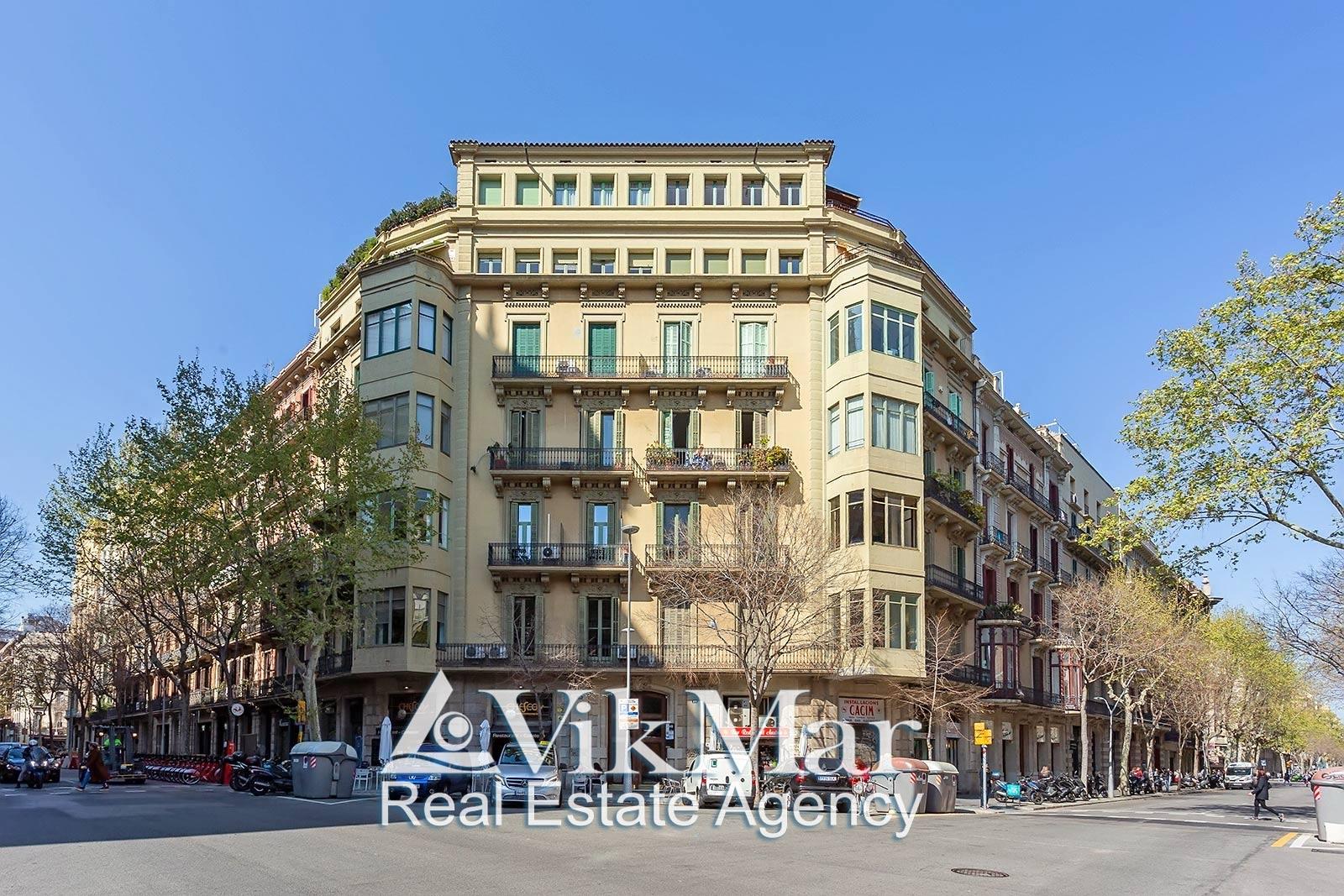 Kvartira na 5 spalen v istoricheskom tsentre Barselony na ulitse Carrer d'Ausiàs Marc - N1913 - vikmar-realty.ru