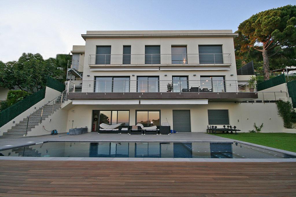 Novaya villa s vidom na more v tikhoy urbanizatsii v Lloret de Mar - N3683 - vikmar-realty.ru