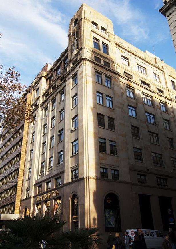 Shikarnaya kvartira - pentkhaus v Barselone na ploshchadi Katalonii - N1964 - vikmar-realty.ru