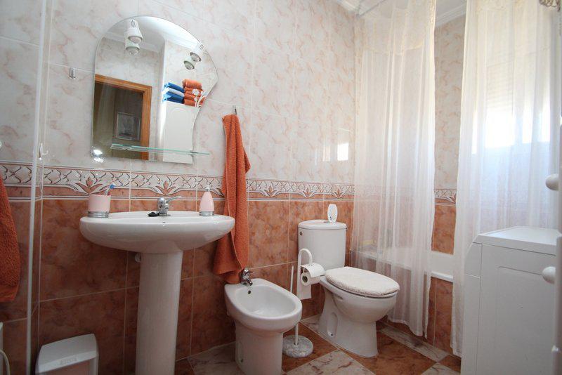 Smezhny dom v Oriuela Kosta s vozmozhnostyu nemedlennogo zaseleniya - N2984 - vikmar-realty.ru