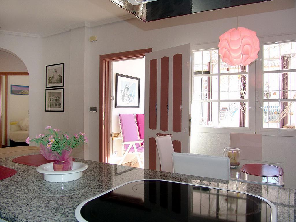 Komfortnoye bungalo v Torrevyekhe v krasivoy urbanizatsii Los Altos - N0925 - vikmar-realty.ru