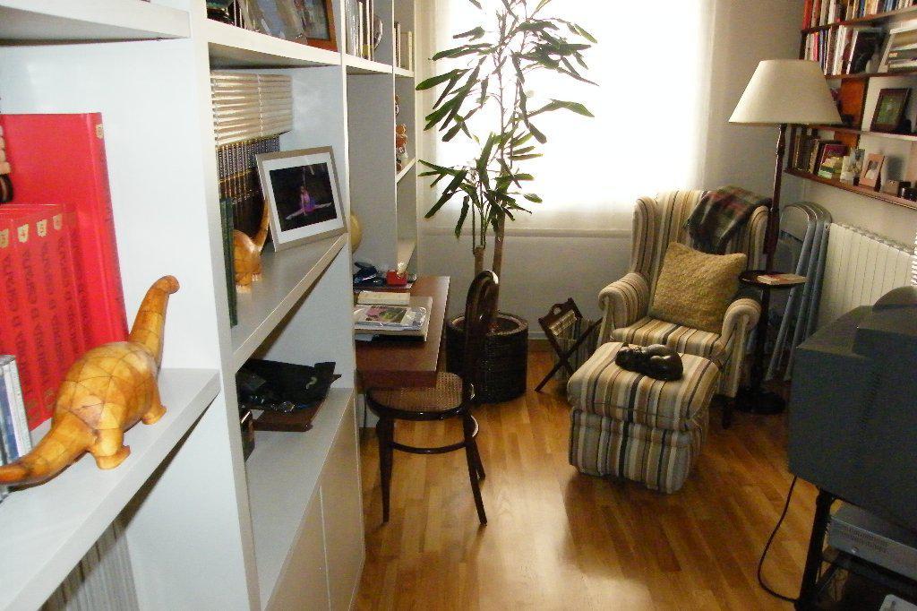 Sovremennaya 3-komnatnaya kvartira v Barselone v tikhom rayone - N1365 - vikmar-realty.ru