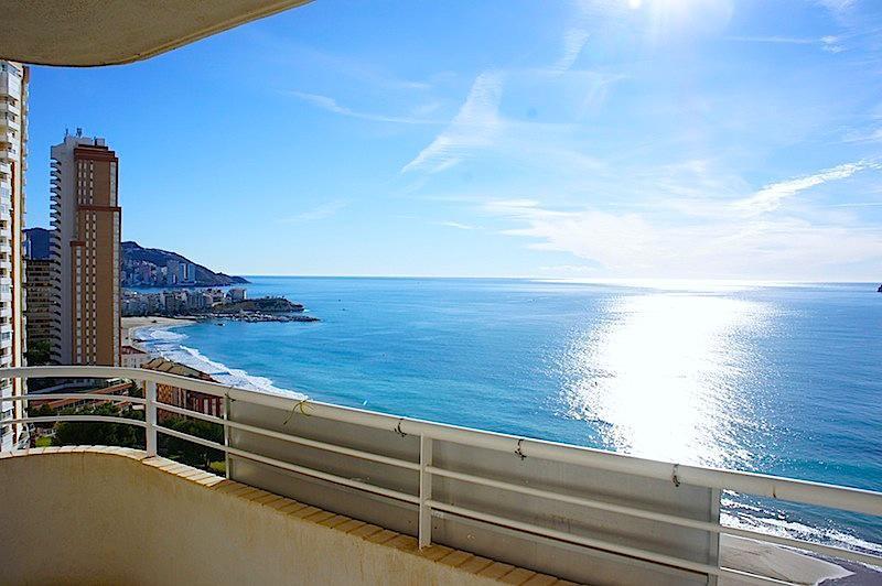 Недвижимость море испания