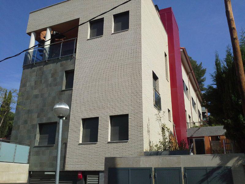 Novaya dvukhurovnevaya kvartira v prigorode Barselony - N2445 - vikmar-realty.ru