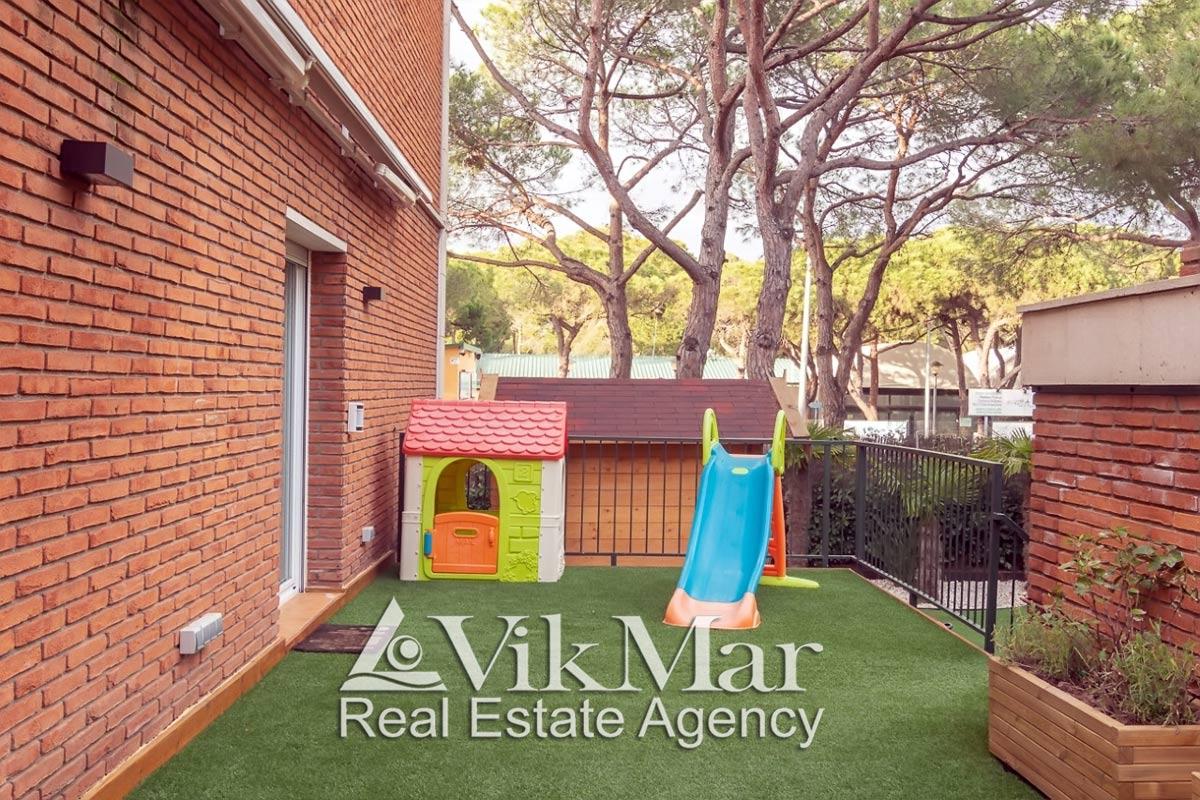 2-etazhny taunkhaus s garazhom v Gava Mar v kurortnom prigorode Barselony - N3165 - vikmar-realty.ru
