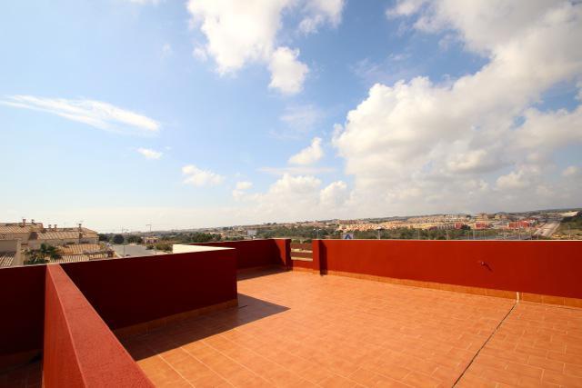 Bungalo s ogromnoy terrasoy na 2-m etazhe v Torrevyekhe - N3185 - vikmar-realty.ru