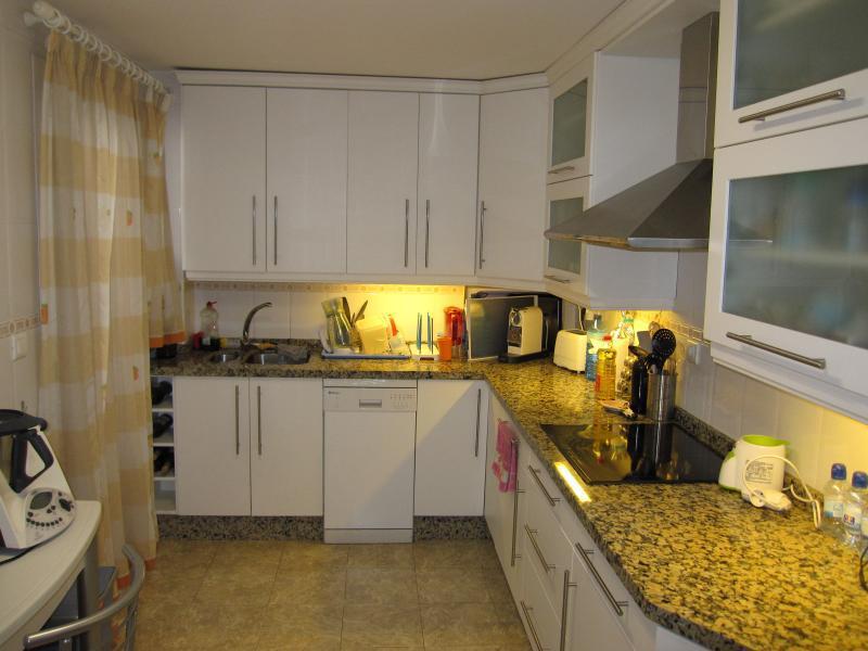 Otlichnaya meblirovannaya kvartira v Marbelye - N2327 - vikmar-realty.ru