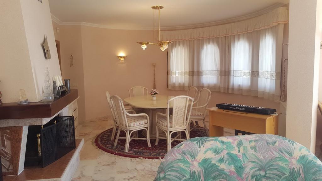 Elitnaya 3-etazhnaya villa klassa lyuks v Roses - N3657 - vikmar-realty.ru