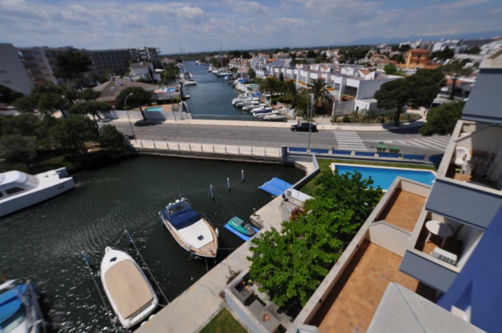 Kvartira s vidom na kanal v Rosese, v rayone Santa-Margarita - N3558 - vikmar-realty.ru