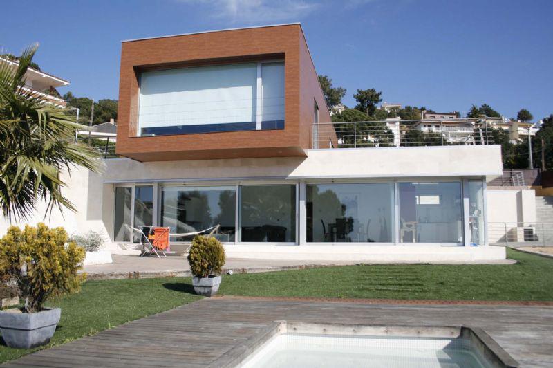 Novaya villa na beregu morya v Lloret de Mar v Ispanii - N0969 - vikmar-realty.ru