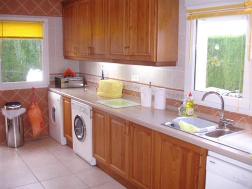 2-etazhnaya villa v Khaveye na bolshom uchastke s basseynom - N2549 - vikmar-realty.ru