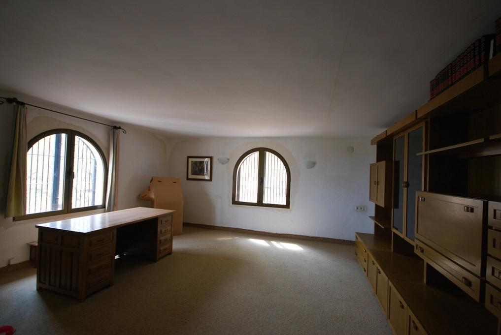 Belosnezhnaya villa v gorode Kalpe s vidami na goru Penon de Ifach i more. - N3409 - vikmar-realty.ru