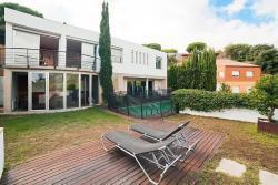 Дом в пригороде Барселоны на Коста Маресме в Кабрильс - №3068