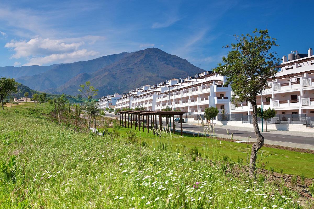 Панорама жилой застройки урбанизации «Valle Romano» в Эстепоне, Испания