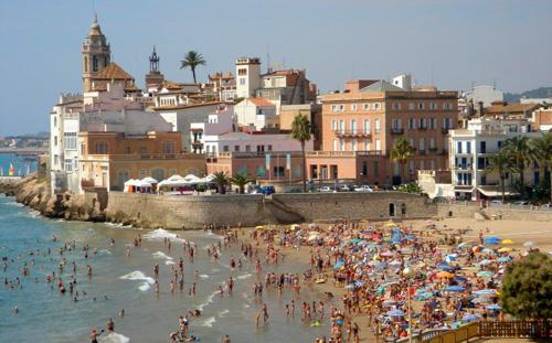 Купить дом в Испании в городе Ситжет считается престижным делом