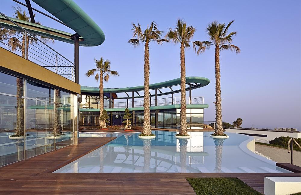 Вилла Таинственный Сад на фоне ландшафтов средиземноморского побережья Испании в районе Супермаресме