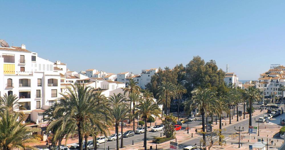 Вид на Бульвар Славы в Пуэрто Банус в Испании по проекту архитектора Арнольда (Нолди) Шрека, вид из окна квартиры