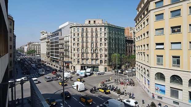 Туристические апартаменты в центре Барселоны с видом на проспект Пасео де Грасия