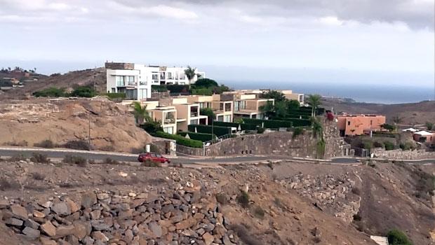 Жилая недвижимость на Гран Канария. Террасный малоэтажный жилой комплекс новостройка на побережье Гран-Канария