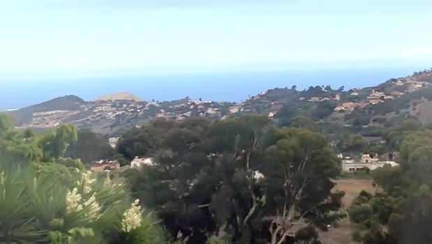 Жилая недвижимость на Гран Канария. Панорама малоэтажной жилой застройки класса «Люкс» и «Элит» в уникальном природном ландшафте побережья Гран-Канария