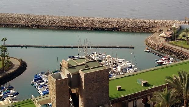 Современная яхтенная гавань курортного комплекса Anfi del Mar на южном побережье Gran Canaria