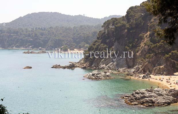 Курортные зоны отдыха бухты Cala Boadella и Cala Treumal es Ginestar побережья Ллорет де Мар