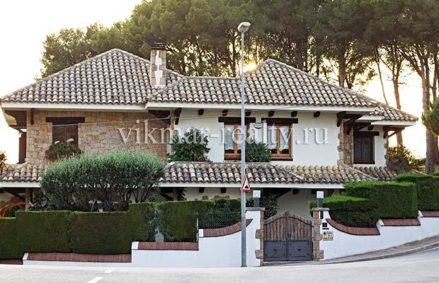 Городская вилла в элитной урбанизации La Cala dels Banys в Ллорет де Мар