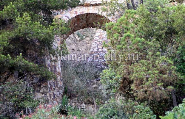«Романтические руины» в «Садах Святой Клотильды» в Ллорет де Мар