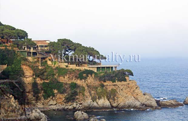Элитная вилла Casa Planella на мысе Punta des Cabdells в Ллорет де Мар