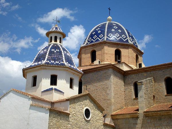 Символ Алтеи - собор Nuestra Senora del Consuelo. Алтея, Коста Бланка, Испания