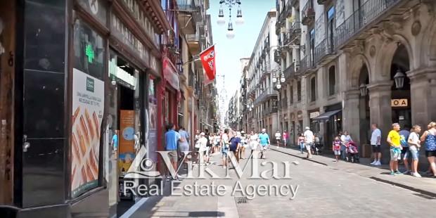 Улица Carrer de Ferran в центре Готического квартала
