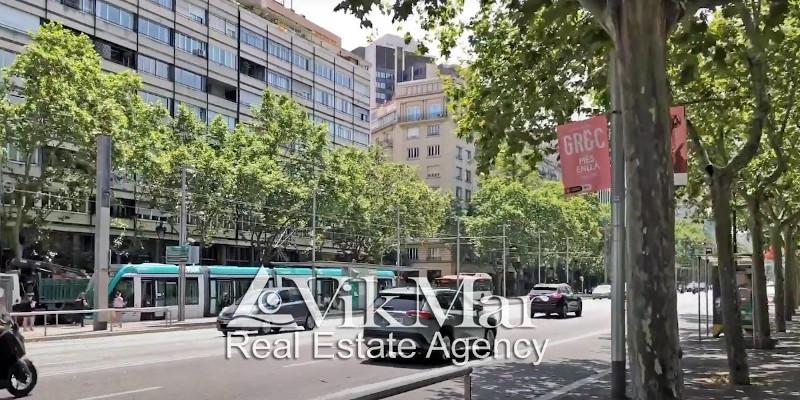 Какие существуют типы квартир и домов, которые предлагаются на продажу в Верхней Барселоне в районе Лес Кортс, Педральбес, Ла Матернитат и Сант Рамон, расположение жилья и их вместимость
