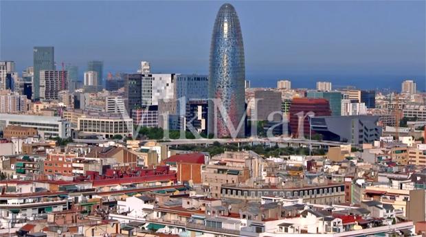 Панорама приморской жилой застройки в Барселоне