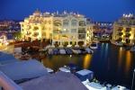 Из-за снижения цен на недвижимость в Испании увеличилось число иностранных покупателей, в том числе из России. Количество желающих купить жилье в Испании увеличилось на 18% в 2012 году.