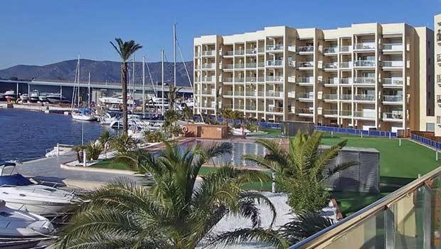 Вид из квартиры в Росесе на канал Canal Major