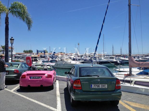 Панорама портовой гавани района Пуэрто Банус в Испании