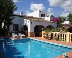 Одноэтажная вилла в Испании в традиционном стиле